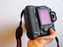 Как держать камеру  Canon EOS 70D с аккумуляторной ручкой BG-E14 - на руке