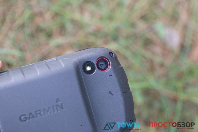 Камера и вспышка-фонарик GPS навигатора Garmin Monterra