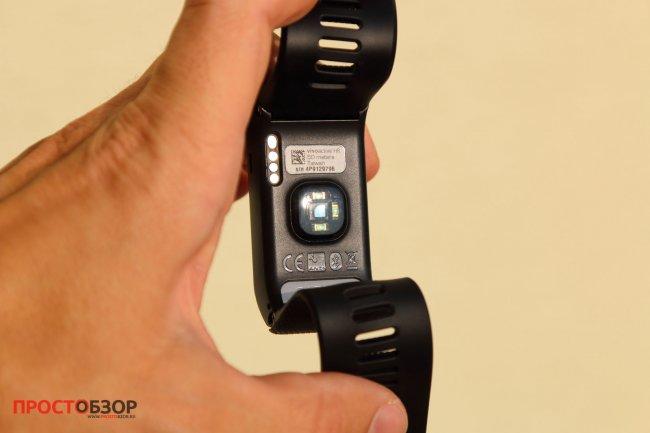 Встроенный датчик пульса часов Garmin Vivoactive HR