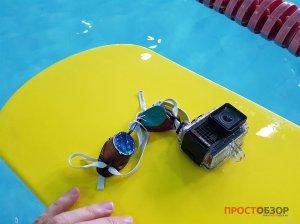 Подводный бокс камеры Garmin Virb Ultra 30 на воде
