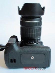 Вид со стороны крепления штатива камеры Canon EOS 70D и бустера BG-E14