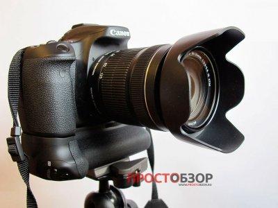 Камера с бустером на штативе