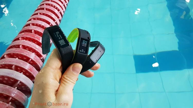 Плавание с фитнес-трекерами Garmin Vivo