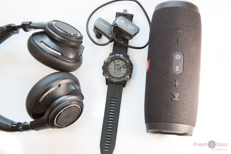 Наушники и колонки транслируют музыку через Bluetooth от часов Fenix 5X Plus