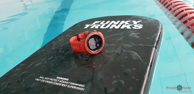 Плавание в бассейне с Garmin Instinct