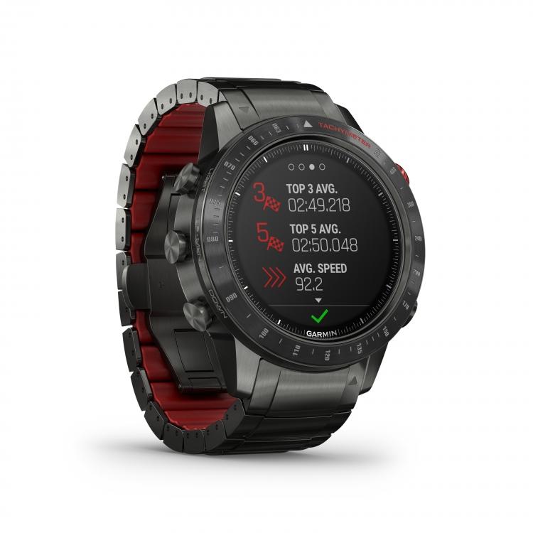 часы Garmin MARQ Driver- крупный план