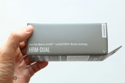 Распаковка кардио-датчика Garmin HRM-Dual - вид сбока