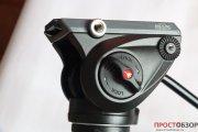 Вид сбоку на жидкостную головку монопода Manfrotto MVM500A