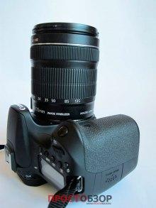 Вид с боку камеры Canon EOS 70D