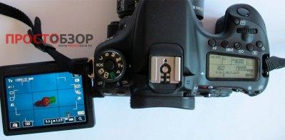 Вид сверху на камеру Canon EOS 70D