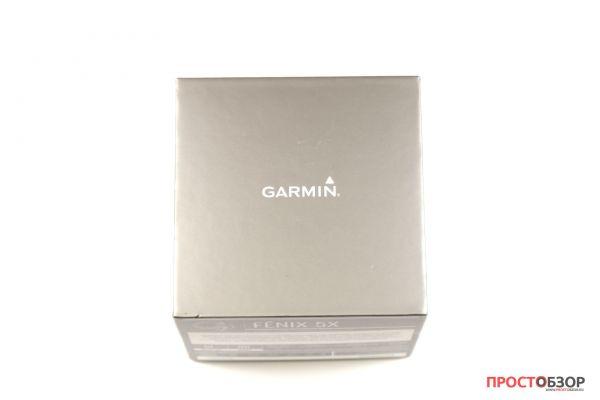 Верхняя сторона коробки часов Garmin Fenix 5X - распаковка