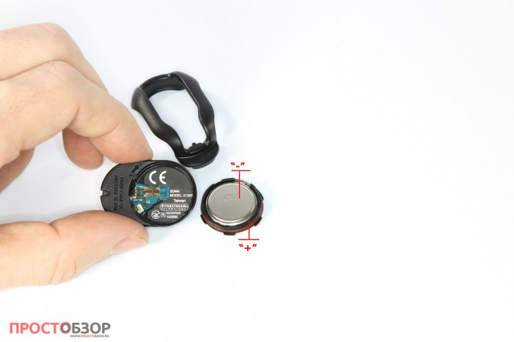 Раскрытый шагомер Garmin Foot pod с батарейкой