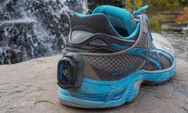 Кроссовки Nike с креплением шагомера сбоку