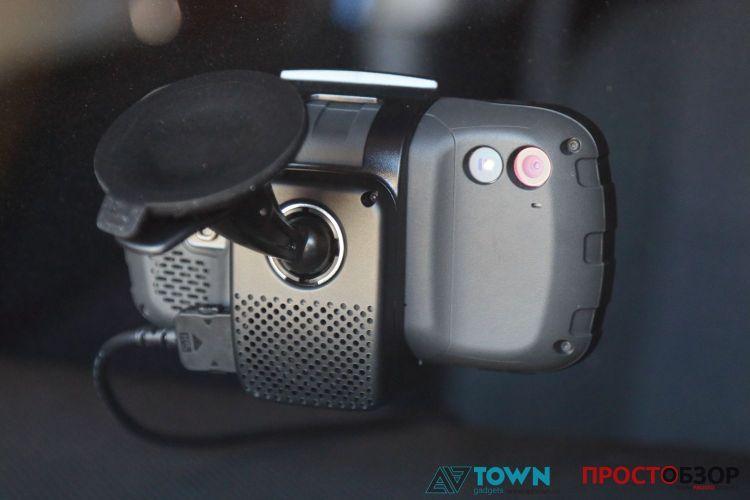 Камера и вспышка в GPS навигаторе Garmin Monterra