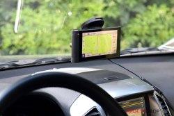 Установка на стекле GPS авто-регистратора Garmin NuviCam