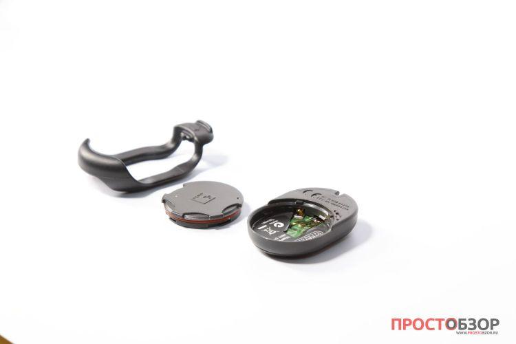Разобранный датчик Garmin Tempe - вид на батарейку