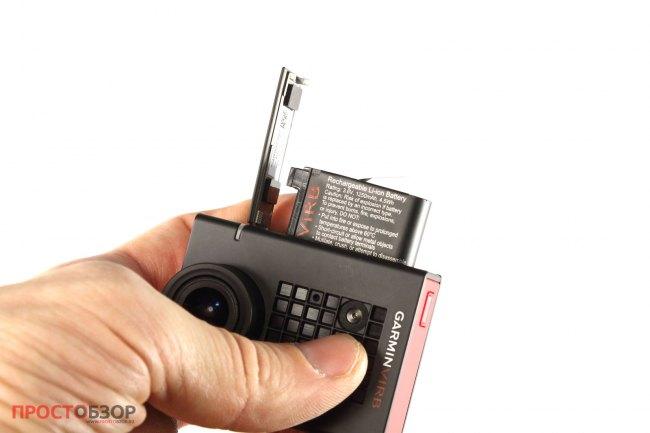 Аккумуляторный отсек и слот MicroSD карточки - Garmin Virb Ultra 30