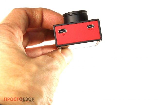 Разъемы для зарядки и подключения камеры