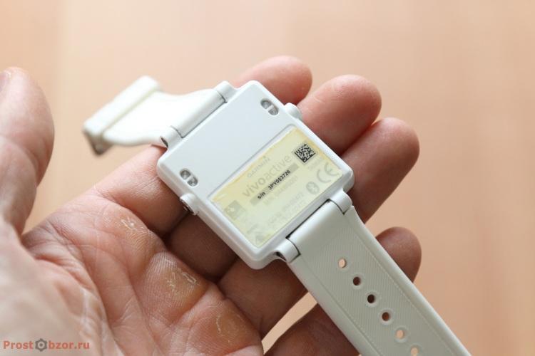 Внешний вид часов Garmin Vivoactive  - с обратной стороны