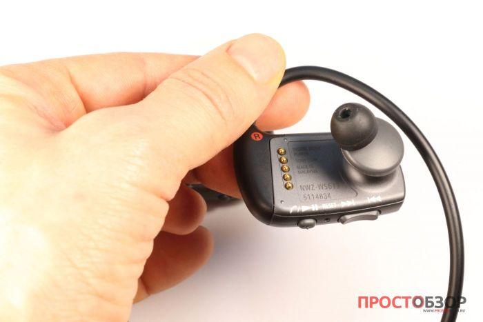 Правое ухо плеера Sony Walkman NWZ-WS613