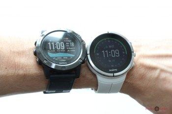 Сравнение часов на руке - Suunto vs Garmin - вид спереди